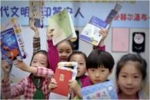 上外静小为阳光希望小学捐赠图书